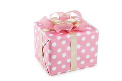 Caja de regalo con el arco rosado aislado en el fondo blanco Foto de archivo