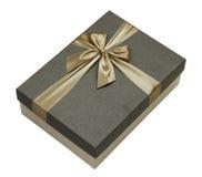 Caja de regalo con la cinta del oro aislada Foto de archivo libre de regalías