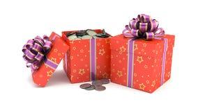 Caja de regalo con las monedas Foto de archivo libre de regalías