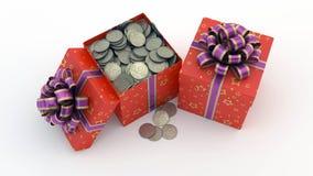Caja de regalo con las monedas Imágenes de archivo libres de regalías