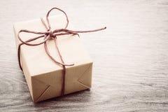Caja de regalo de Brown fotografía de archivo libre de regalías