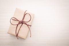 Caja de regalo de Brown imagen de archivo libre de regalías