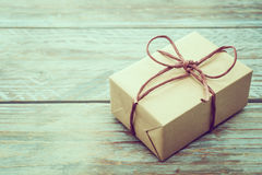 Caja de regalo de Brown imágenes de archivo libres de regalías