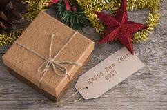 Caja de regalo de Brown con la etiqueta del texto Fotografía de archivo libre de regalías