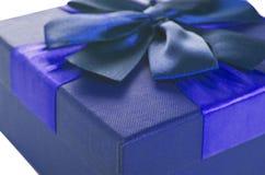 Caja de regalo de color azul marino Imagen de archivo libre de regalías