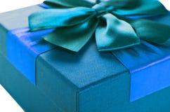 Caja de regalo de color de la turquesa Fotografía de archivo