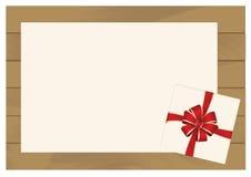 Caja de regalo de la casilla blanca con el arco rojo en fondo de madera del tablón con la hoja de papel blanca ilustración del vector