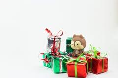 Caja de regalo de la Navidad en el fondo blanco, regalo del Año Nuevo Foto de archivo