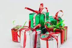 Caja de regalo de la Navidad en el fondo blanco, regalo del Año Nuevo Fotografía de archivo libre de regalías