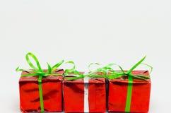 Caja de regalo de la Navidad en el fondo blanco, regalo del Año Nuevo Imagen de archivo
