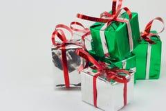 Caja de regalo de la Navidad en el fondo blanco, regalo del Año Nuevo Imágenes de archivo libres de regalías