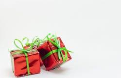 Caja de regalo de la Navidad en el fondo blanco, regalo del Año Nuevo Fotos de archivo