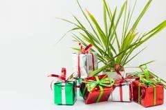 Caja de regalo de la Navidad en el fondo blanco, regalo del Año Nuevo Imagen de archivo libre de regalías