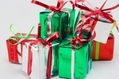 Caja de regalo de la Navidad en el fondo blanco, regalo del Año Nuevo Imagenes de archivo