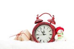 Caja de regalo de la Navidad, juguete del muñeco de nieve y despertador Imágenes de archivo libres de regalías