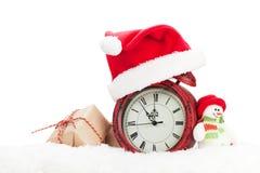 Caja de regalo de la Navidad, muñeco de nieve y despertador Foto de archivo libre de regalías