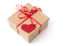 Caja de regalo de la tarjeta del día de San Valentín con el corazón rojo Foto de archivo