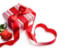 Caja de regalo de vacaciones de las tarjetas del día de San Valentín del arte Fotografía de archivo libre de regalías