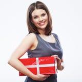 Caja de regalo del control de la mujer de negocios Foto de archivo libre de regalías