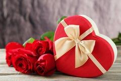Caja de regalo del corazón Imágenes de archivo libres de regalías