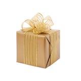 Caja de regalo del oro con la cinta y el arco Presente Foto de archivo libre de regalías