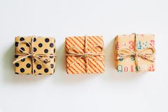 Caja de regalo del vintage en el fondo blanco Foto de archivo