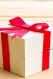 Caja de regalo en de madera fotografía de archivo