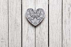 Caja de regalo en forma de corazón del día de tarjetas del día de San Valentín Imagenes de archivo