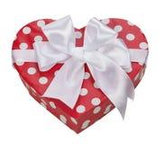 Caja de regalo en forma del corazón con el arco Fotografía de archivo