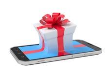 Caja de regalo en smartphone Imagenes de archivo