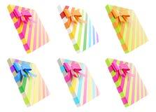Caja de regalo envuelta con un arco y una cinta Fotos de archivo