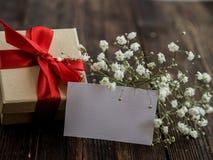 Caja de regalo envuelta del vintage Copie el espacio Fotografía de archivo