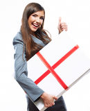 Caja de regalo feliz del control de la mujer de negocios Fondo blanco aislado Imagen de archivo