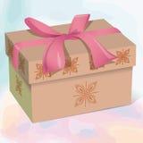 Caja de regalo hermosa beige con un arco rosado Foto de archivo libre de regalías