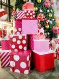 Caja de regalo de la Navidad colorida Fotos de archivo libres de regalías
