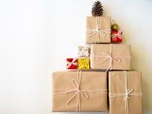 Caja de regalo de la Navidad del color de Brown Fotografía de archivo