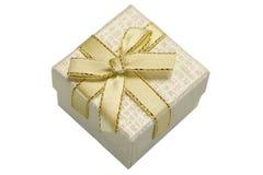 Caja de regalo nacarada con el modelo punteado aislado en el fondo blanco Foto de archivo