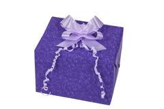 Caja de regalo púrpura Imágenes de archivo libres de regalías