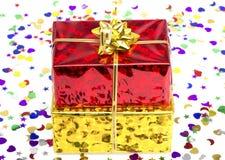 Caja de regalo roja y de oro Imagen de archivo