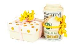 Caja de regalo y rollo de dólares Foto de archivo libre de regalías