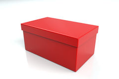 Caja de zapatos roja en blanco fotografía de archivo