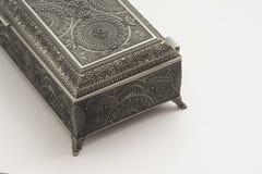 Caja decorativa de los cubiertos de la trabajo de metalistería foto de archivo libre de regalías