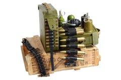Caja del ejército de munición con la correa y las granadas de mano de la munición Imágenes de archivo libres de regalías