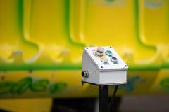 Caja del panel de control con 4 botones fotos de archivo