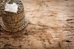 Caja del tejido en el tablero de madera Fotos de archivo libres de regalías