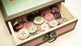 Caja del vintage de botones Imagenes de archivo