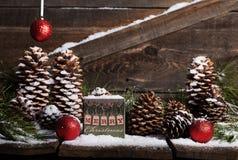 Caja del vintage de la Feliz Navidad fotos de archivo libres de regalías