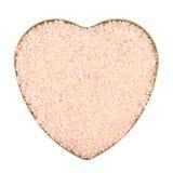 Caja en forma de corazón llenada de la sal Imagen de archivo