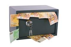Caja fuerte bloqueada con el dinero en circulación Imágenes de archivo libres de regalías