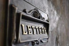 Caja italiana en una pared imágenes de archivo libres de regalías